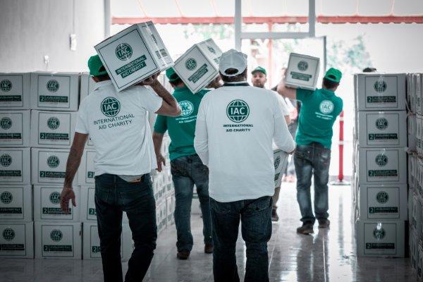 iac-charity-vip-drive-volunteers-carrying