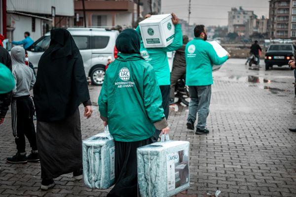 iac-charity-vip-drive-volunteers-distributing